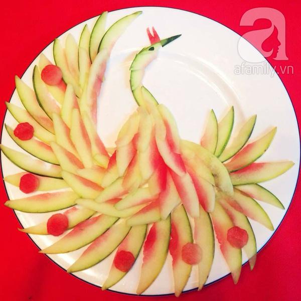 Trang trí đĩa thức ăn đẹp mắt từ vỏ dưa hấu
