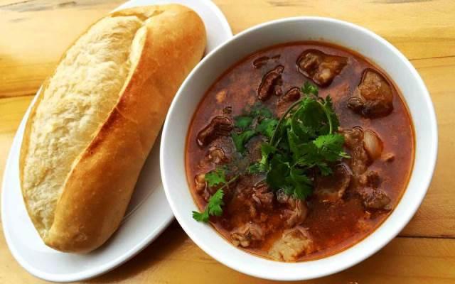 Bánh mì sốt vang món ngon cho cả gia đình vào mùa lạnh - Monanngon.Vn