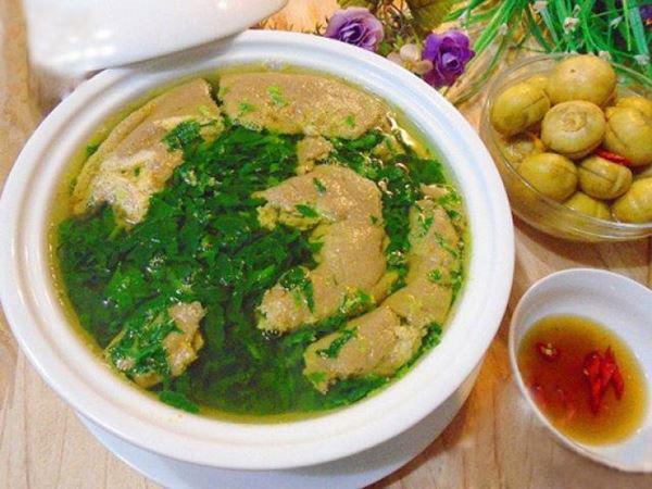 Dân dã món canh cua nấu rau đay mồng tơi