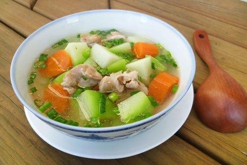 Canh xương gà nấu rau củ rẻ mà ngon