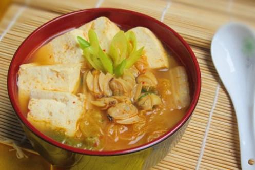 Cách làm canh kim chi nấu ngao đậu