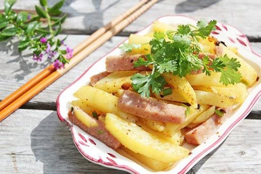 Thêm một cách xào khoai tây nhanh, ngon với thịt hộp