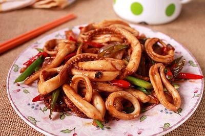 Xuýt xoa món mực xào chua cay làm dễ ăn ngon