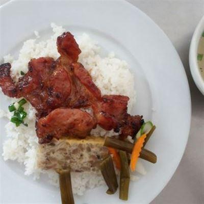 Năm Định – Quán Cơm & Cafe Võng