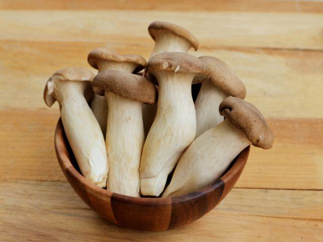 Nấm đùi gà nhiều dinh dưỡng và cách chế biến thơm ngon