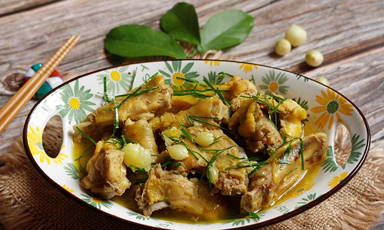 Món ngon xứ Nghệ: Gà nấu hành tăm